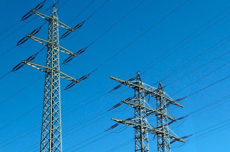 ЧЕЗ откри търг за доставка на арматура за усукани изолирани проводници