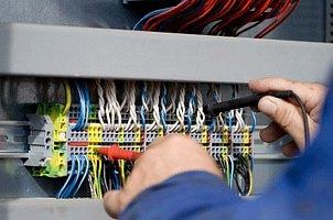 НАП избира фирма за поддръжка на електроинсталации
