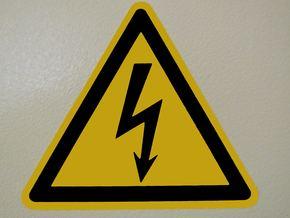 Организират специализирано обучение за придобиване и защита на квалификационни групи по електробезопасност