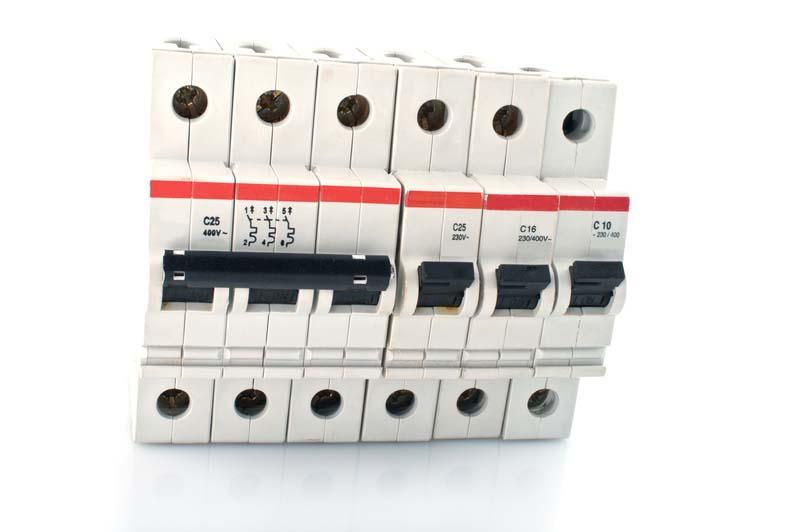 Електроразпределение Юг търси доставчик на миниатюрни прекъсвачи